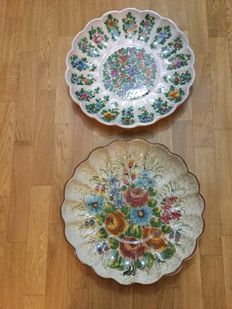 Gubbio - Pair of Great hand-painted Wall Plates