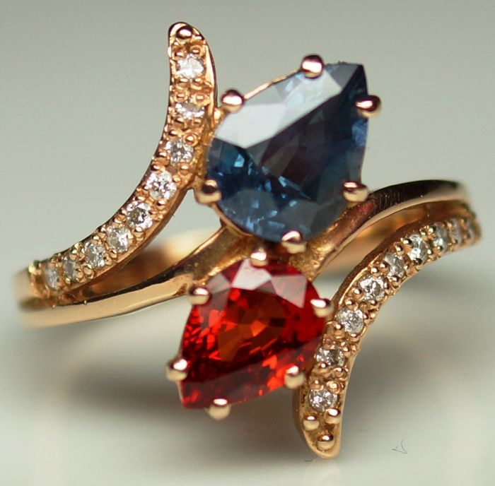 14 kt Gold Ring - 4.33 gr. with Blue Sapphire - 1.70 сt. and Orange Sapphire - 1.36 ct. - Size: 54