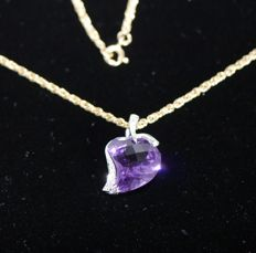 18 kt white gold pendant, large amethyst, with 4 diamonds, 18 kt yellow gold necklace