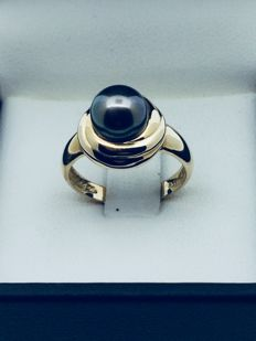Cocktail ring with a Tahitian pearl of 12.4 mm.