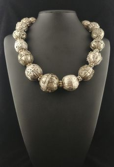 Necklace with antique high-grade silver balls - Yemen, mid 20th century