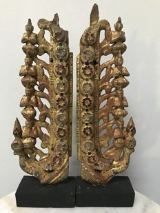 Lot with 2 wooden gilt carvings with 4 sitting buddha's - Burma (Mandalay) - late 19th century.