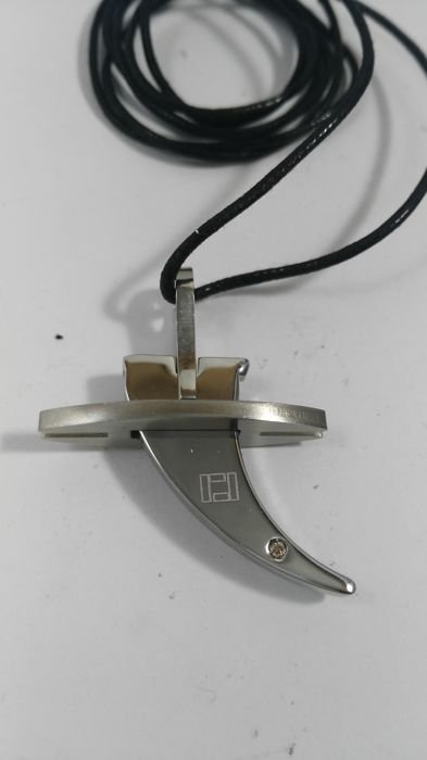 Necklace with pendant in hypo-allergenic steel with diamond, rubber necklace measuring 42 cm, pendant dimensions: 30 x 27 mm