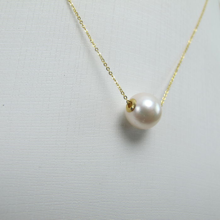 Japanese Akoya sea pearl, 18K gold necklace. Pearl diameter: 8.4 mm