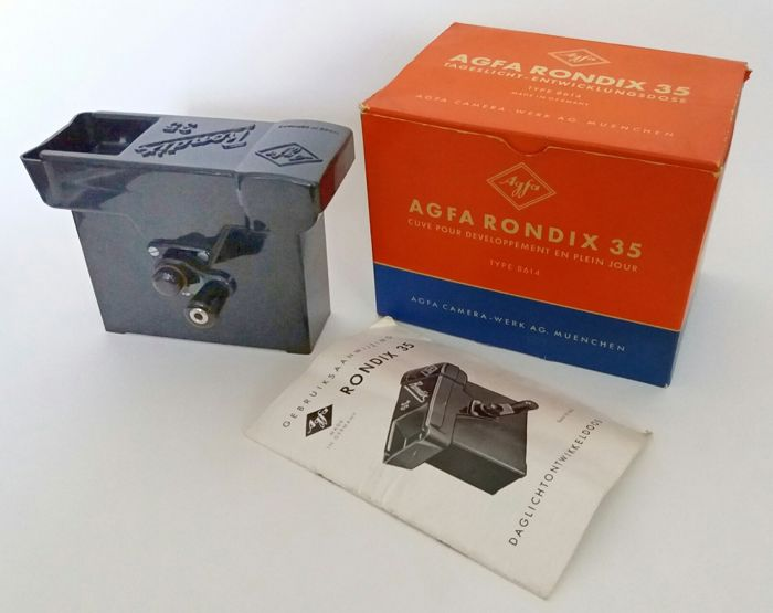 Beautiful undamaged and complete bakelite Rondix Agfa 35 developer tank in sturdy box and original Dutch manual