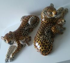 Lovely sculptures of a couple of mom panthers with their babies - 53 & 60cm