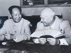 Unknown/Keystone/UPI - Mao Tse Tung with Nikita Khrouchtchev, Pekin, 1969/1958.