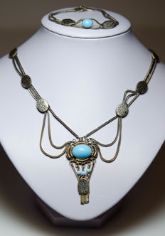 Silver set consisting of necklace and bracelet with turquoise and enamel