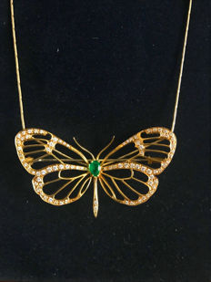 Beautiful butterfly necklace with pendant/brooch with brilliants approx. 1.50 ct and emerald made of 750 / 18 kt gold and 585 / 14 kt gold