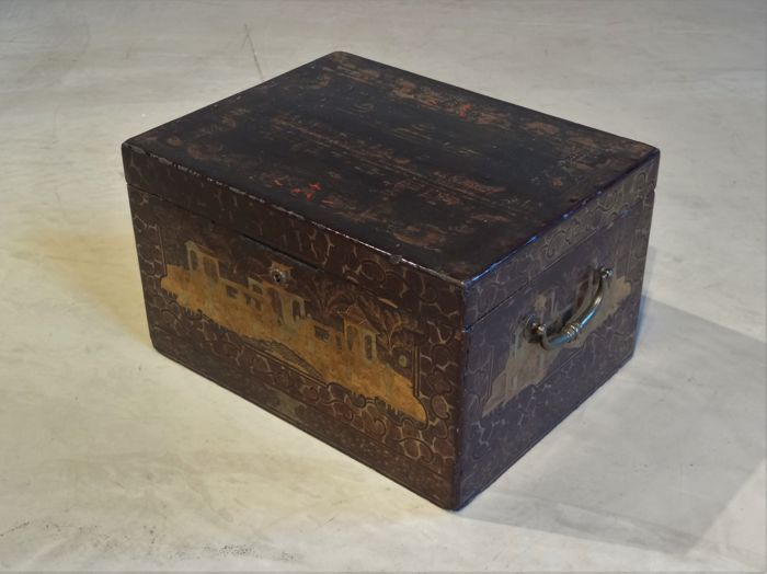 A very large Chinese Export Lacquer & Chinoiserie decorated tea chest,  circa 1825-1835 - Catawiki