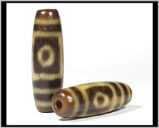 Two agate Dzi beads. Two eyes - Tibet - 21st century
