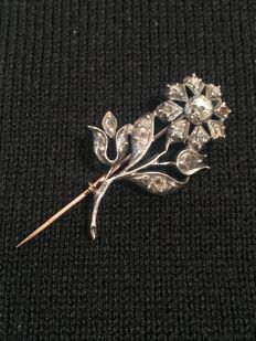 Brooch from the 1800s in low title gold and rose-cut diamonds
