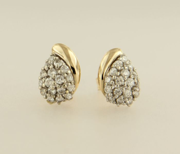 14 kt bicolour gold ear studs set with 34 brilliant cut diamonds, approx. 0.50 ct in total