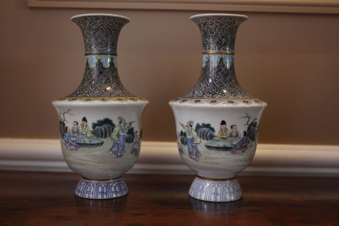 Pair of famille rose vases, Shangping shape, in porcelain - China - late 20th century