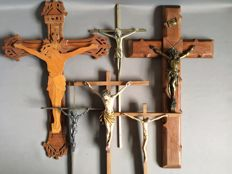 Lot of old and antique crucifixes - 6 pieces - various sizes