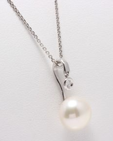 18K White Gold Necklace Featuring a 0.03Ct VS G Diamond and a 11 11 mm Lustrous Freshwater Pearl - Authenticity Certificate Included