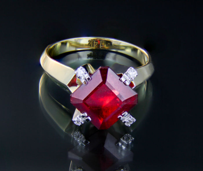 5.9 ct Ruby 14k Gold Ring With Diamonds. Ring size: 17,4 mm (7 US); No reserve; Free resizing