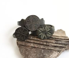 Bronze medieval rings with shining cross - 19 / 24 mm (3)