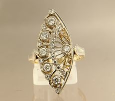 18 kt bicolour gold ring set with 21 diamonds, in total approx. 0.70 carat, ring size 17 (53)