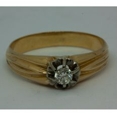 Gold 18 kt cocktail ring with brilliant. Size: 21