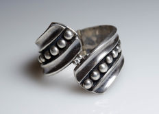 Silver bangle with pattern, blackened - Mexico