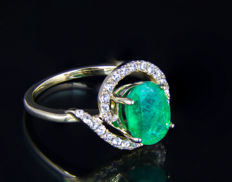 IGI Certified 3.46 ct. Emerald And Sapphires Gold Ring. *No reserve* *Free shipping* *Free resizing*