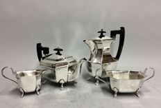 Sheffield, England - Silver-plated tea and coffee service on claw feet