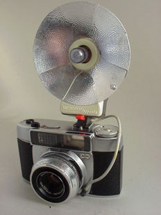 ADOX Polomat 1, a 35 mm viewfinder camera with coupled exposure meter from 1960, made by Adox of Frankfurt + vintage flash unit
