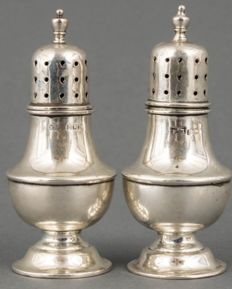 A pair of baluster-shaped silver salt shakers - Walker and Hall - Birmingham - 1920