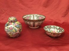 Three polychromatic porcelains enamelled by hand - China - ca 1960/1980