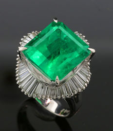 Rarity: Emerald diamond ring with a total of 10.84 ct in 900 platinum, including DSEF GEM LAB certificate