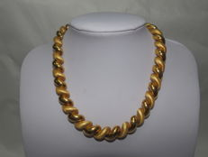 Articulated smooth and textured 18 kt gold necklace