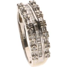 10 kt (below legal alloy) white gold ring set with 42 diamonds - Ring size: 18.25 mm