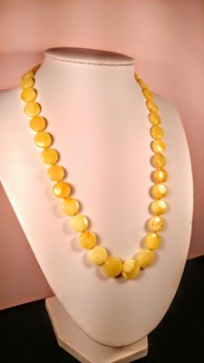 100% Natural Egg yolk colour Baltic Amber necklace, length ca. 47 cm, 18 grams
