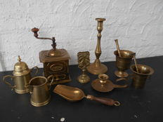 Lot brass articles table and kitchen - 2 mortars - milk jar - sugar bowl - match holder - 2 candle holders - coffee grinder + scoop with wooden handle