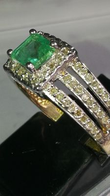 Exclusive ring in two-tone 18 kt gold - Natural A emerald - Diamonds IGE certificate