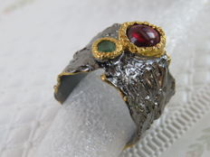 Unique silver ART ring with Rhodolite Garnet and Emerald - 17,9 mm - For man or woman