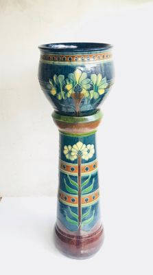 Flemish earthenware pedestal with cachepot