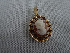 14 karat gold pendant with fine cameo