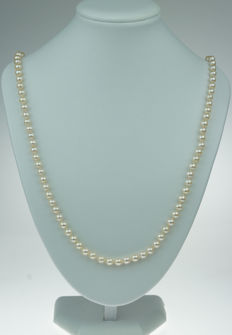 Cultured freshwater pearl necklace with 14 kt white gold clasp - pearl diameter 6 mm