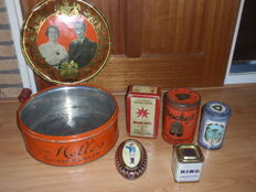 Lot with some old tins - from the late 30s to modern.