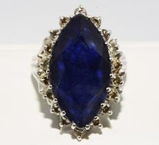 White gold ring with blue sapphire and diamonds totalling 8.80 ct - no reserve price -