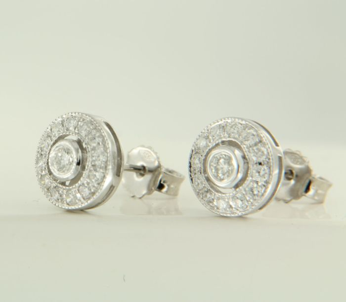 14 kt white gold stud earrings set with 26 brilliant cut diamonds, approx. 0.44 ct in total ****NO RESERVE PRICE******
