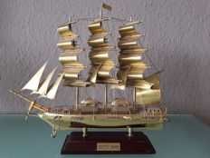 "Ship model ""Cutty Sark"" on wooden base - model completely made of brass"