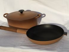 Le Creuset-beautiful large oval enamelled cast iron cooking and frying pan -- Ca 1990