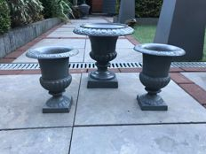 Charming set of planters - model Louvre - grey cast iron with rust patina -