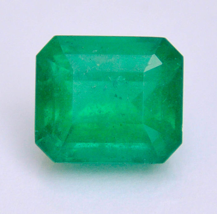Brazilian emerald - Deep green - 6.21 ct