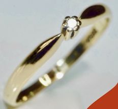 585/1000 - 14 kt - Yellow gold ring set with a diamond, ring size: Ø 18 mm