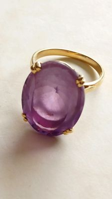 18 kt gold ring weighing 7 g with a large amethyst size 58 ***No reserve price***