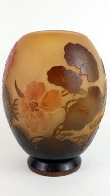 Émile Gallé - Beige and pink acid-etched cameo glass vase